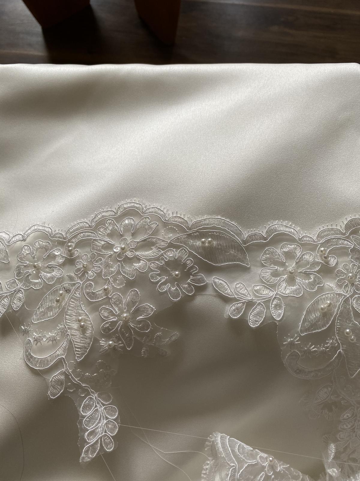 predám komplet latku na svadobne šaty - Obrázok č. 1