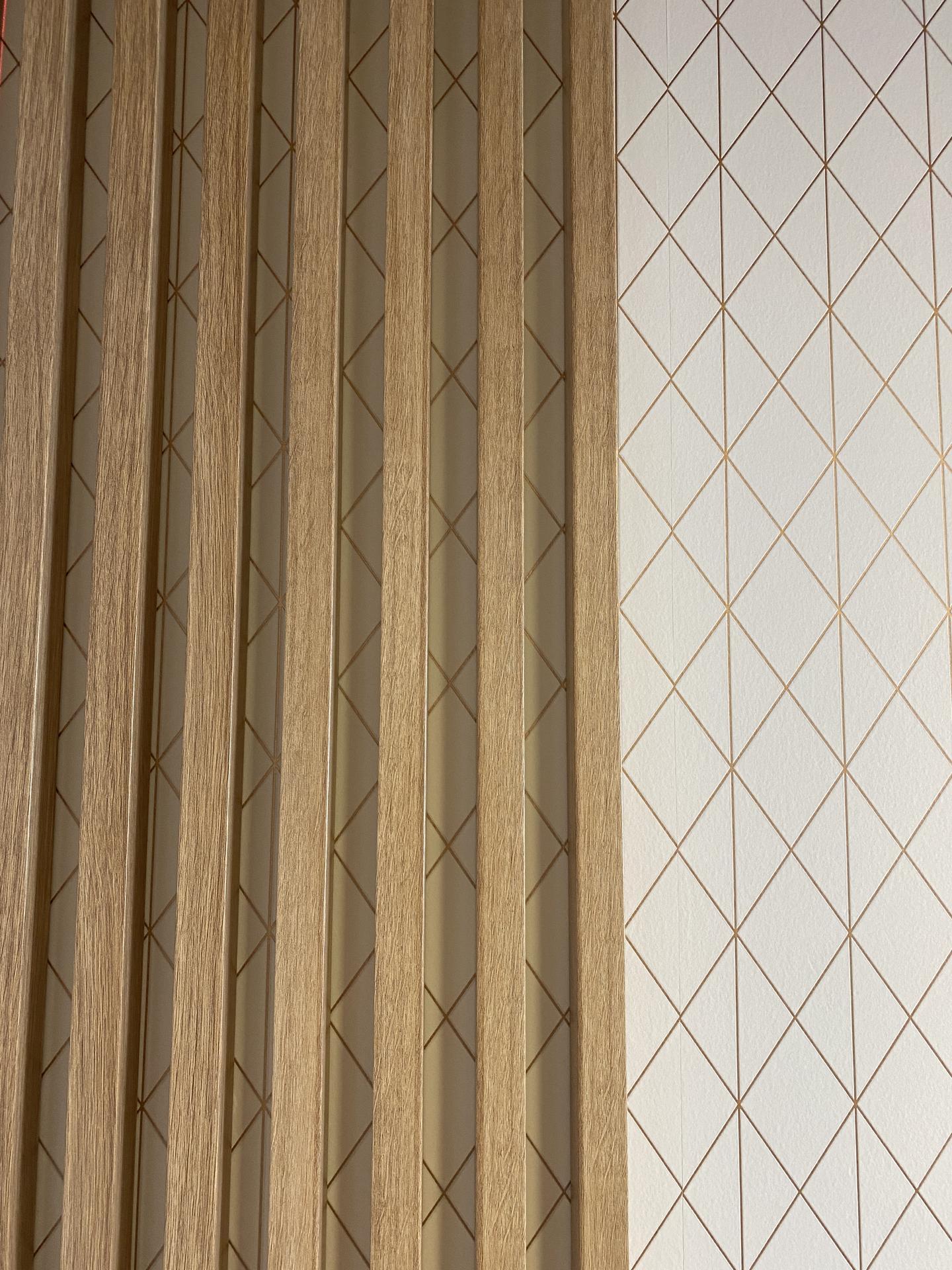 Lamelová stena Limbach - lamelová stena, lamelový strop, lamely na stenu, lamelový obklad, stenové lamely, montáž lamely, samostatné lamely, dubové lamely, interiérové stenové lamely 13