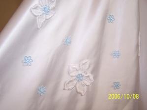 Detail zdobení šatů