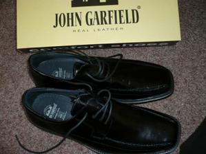 boty pro ženicha už jsou doma.....