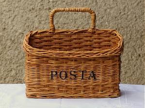 Košík na poštu  upletený z papiera :-)