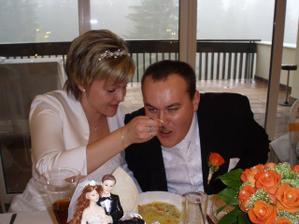 Mladomanželská polievočka a vidno aj moju kytičku...