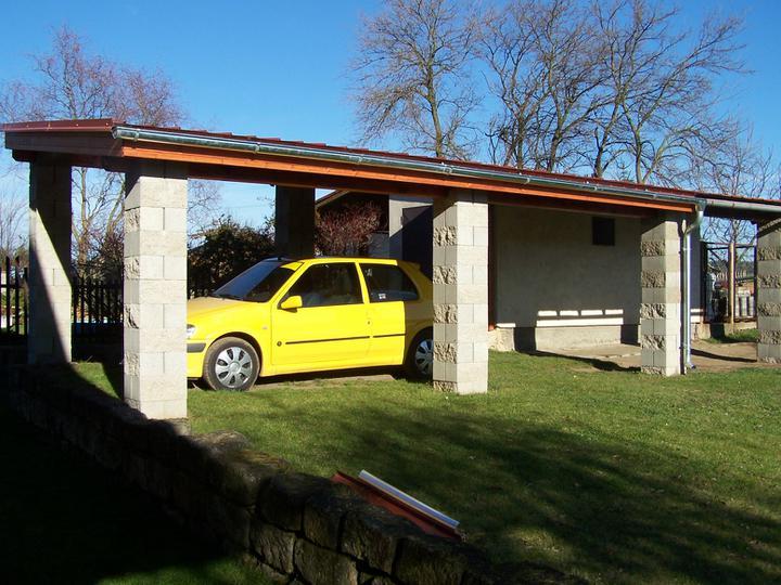 Přístřešek - prodloužení garážového stání - 3.11.10 Prodloužení přístřešku hotové! Obr spokojenost.