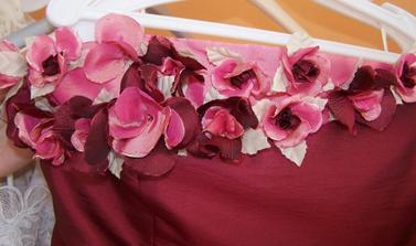 Detail předního dílu, ke kterému chci zkombinovat kytku.