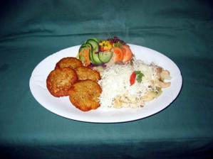 Hlavní chod svatební hostiny - tatranské kuře s bramboráčky