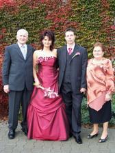 A s mými prarodiči. Pořizovali si nový oblečky na mou svatbu a nechali v krámě celý důchod... ;o)