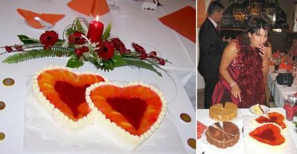 Jednoduchá květinová výzdoba, včetně střepu pro štěstí a naše dorty: hlavní ovocný,     medovník a tiramisu. Byly móóc dobroučký ;o)