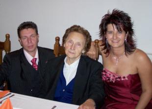 S manželovou čupr babičkou... A to je jí bezmála 85 let!