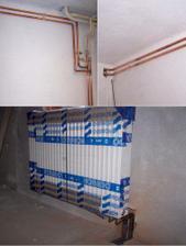 Trubky napojeny a radiátor už je na svém místě.