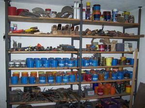 Pořádek v manželově dílně naznačuje, že ani práci na garáži nebude určitě brát jen tak na lehkou váhu ;o)