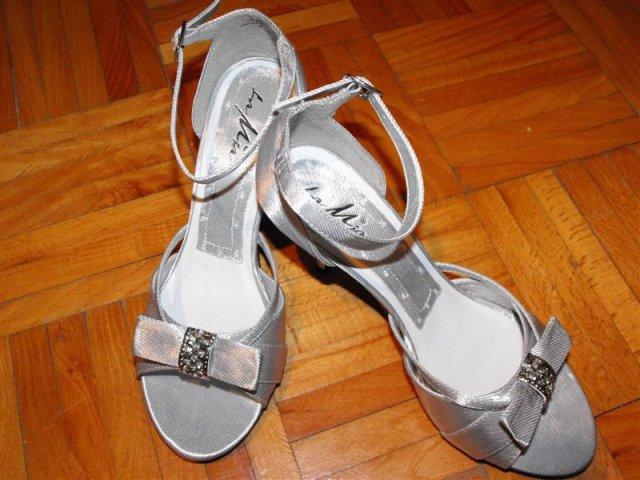 Zuzka & Maťko 28. 8. 2010 - už sa nám to kráti :) - moje nádherné topánočky
