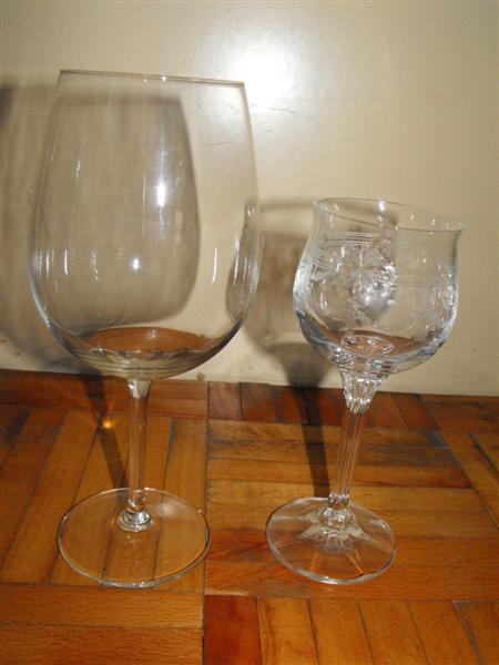 Zuzka & Maťko 28. 8. 2010 - už sa nám to kráti :) - Majú 580 ml, len pre porovnanie s normálnymi pohármi na víno :)
