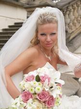krásná nevěsta i kytka