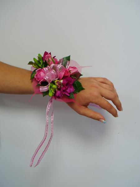 Promalé družičky na ruku jen asi z jiných květů