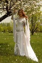 tomuhle říkám svatební šaty...já mám mnohem jednodušší,ale tyhle jsou krásné