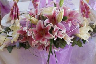Takové kytky bych si přála mít na stole