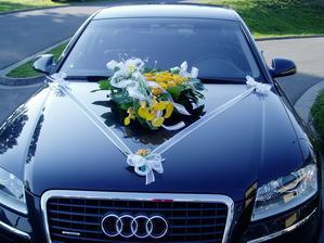 Takhle by mohlo vypadat autí nevěsty, možná s panenkou....