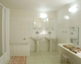 To bude naše koupelnička v apartmánu.