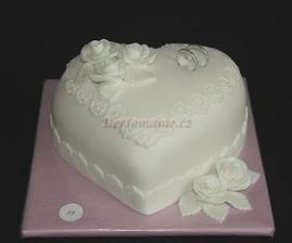 takové dortíky budou pro rodiče:) jen ten okraj nebude na dortu ale na taci kolem něj a růžičky budou v barvě lila a místo lístečků budou malinkaté jednoduché kytičky:)