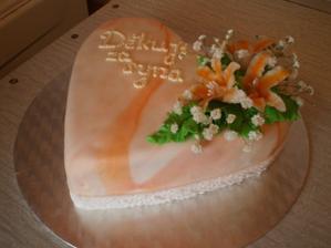 takový budeme mít dorty pro naše mamky, akorát ve fialové barvě