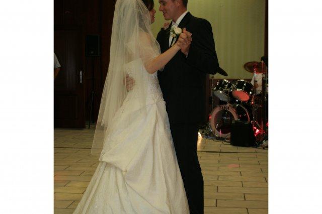Erika{{_AND_}}Braňo - prekvapenie od ženicha, nechal zahrať na prvý tanec - Ak nie si moja - našu pieseň