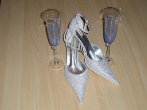naše poháriky a topánočky ...