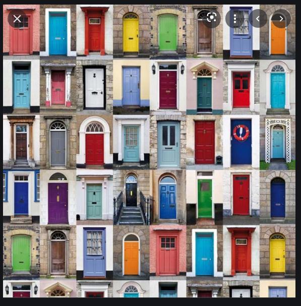 Akú farbu , výrobcu použiť na natretie drevených dverí, ako sú vidieť na anglických domoch. Farba aby bola odolná aj počasiu a nestrácala na lesku a krase.  Ď: - Obrázok č. 1