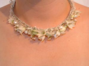 ... takto vyzeral náhrdelník zo živných kvetov...
