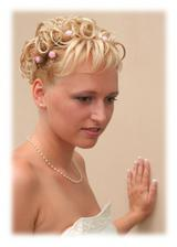 svatební účes dopadl dobře, nato že jsem měla krátké vlasy to jde.
