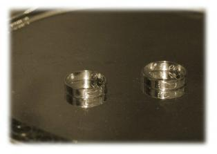 Naše netradiční prstýnky. Jsou ručně broušené.