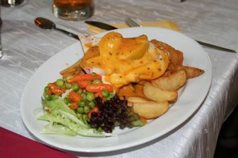 Kuřecí s broskví a sýrem, mňamka.