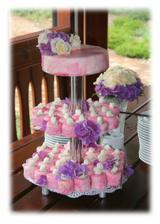 svatební dort, trošku netradiční, ale dobrý.