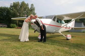 .... a nakonec křtění nového letadla a přelet nad místem kde jsme se vzali a slavili!