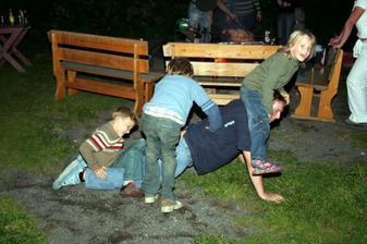 ...i děti si to užívali :-), grilovalo se do tří do rána (už bez dětí :-))