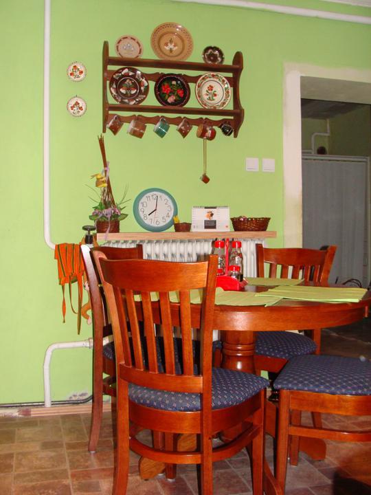 Naše terajšie bývanie - Jedálenský kútik :-)