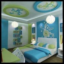 ornamenty na stropě bych už vynechala ale zeď za postelí a vlevo s policema je super