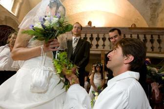 Juraj si klekl u svatební slibu..moc romantické..