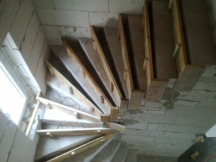 Sen sa stal skutočnosťou  :-) - Opravovali sme schody,lebo boli úzke schodnice,teraz je to už super.