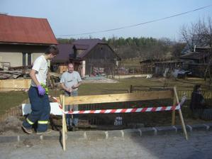 označili sme vykop aby tam nespadol nejaky NOŤO