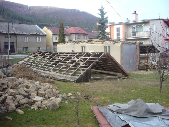 Sen sa stal skutočnosťou  :-) - pri búraní nám zrazu vznikli 2 domy murovaný a drevenica HI - HI