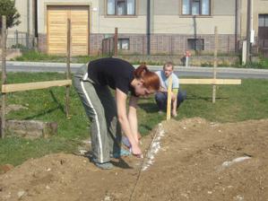 Máj / 2011 Spoločne vytyčovanie nášho domčekuu