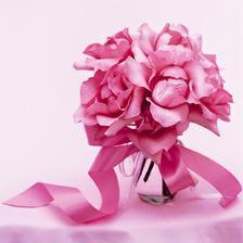 a ešte niečo každá nevesta musí mať aj svadobnú kyticu ktorá podčiakne jej krásu