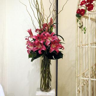 Naše prípravy na deň D - nádherná kvetinová výzdoba vo vysokých vázach by sa perfektne vynímali