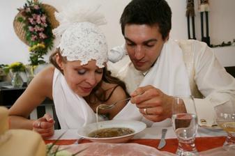 krmení polévkou