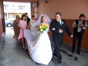 Ideme si vyzdvihnúť svadobčanov