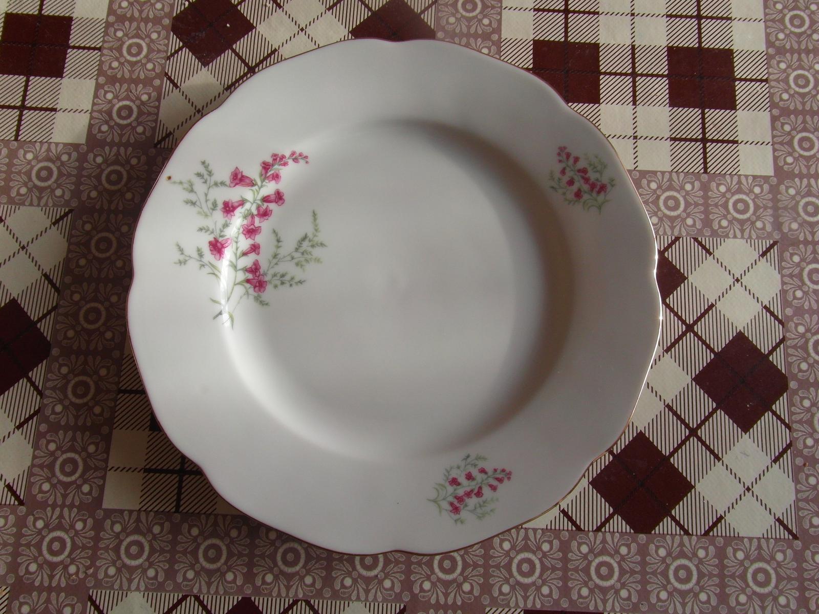Porcelán - misky, taniere, šálky   - Obrázok č. 1