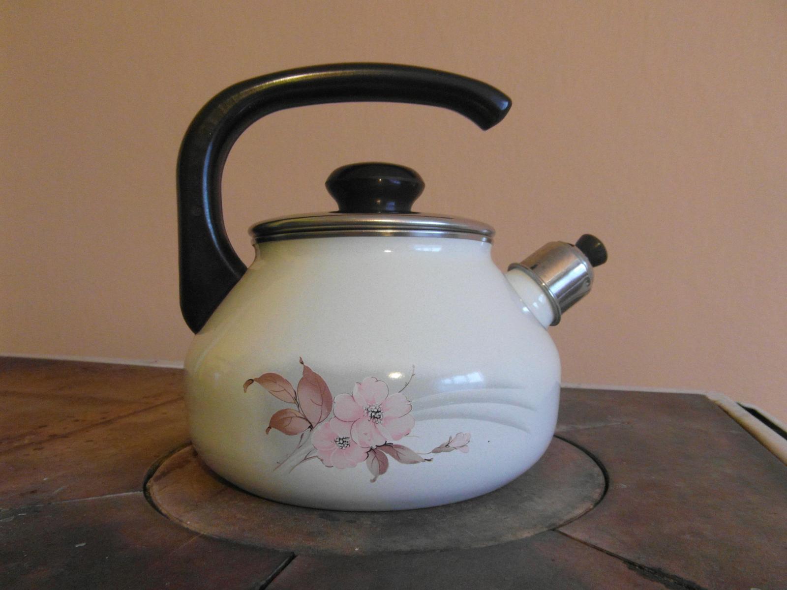 Smaltovaný pískací čajník - Obrázok č. 1