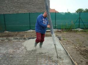 pridame trocha betonu