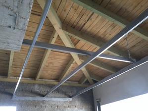 pomocná konštrukcia na garážovú bránu