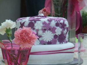 naša mňamková tortička od kamarátky